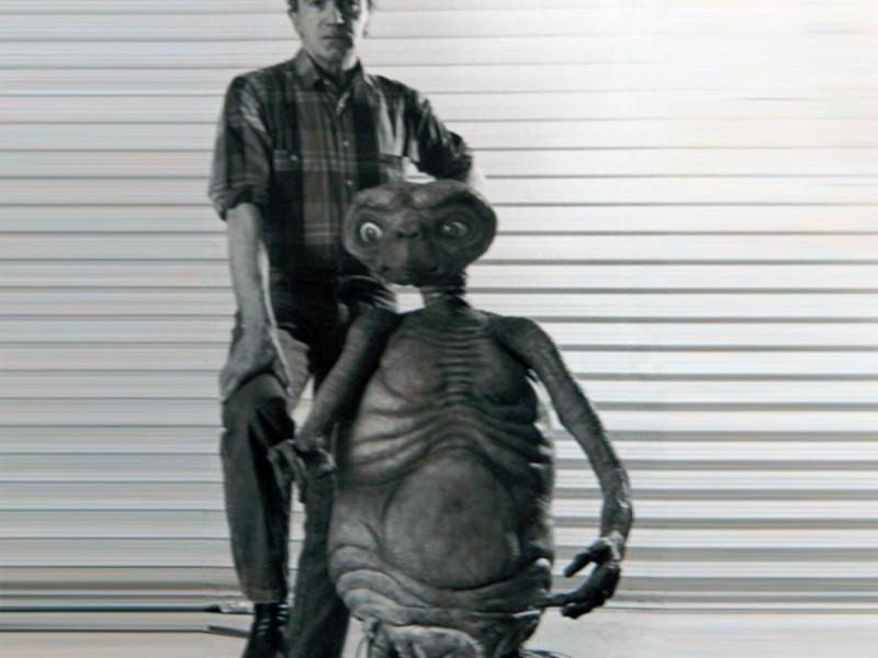 Carlo con ET, nel suo laboratorio