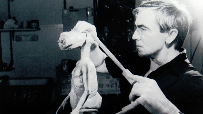 Carlo e il modellino di ET