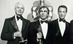 Carlo Rambaldi con l'oscar per King Kong, nel 1977.